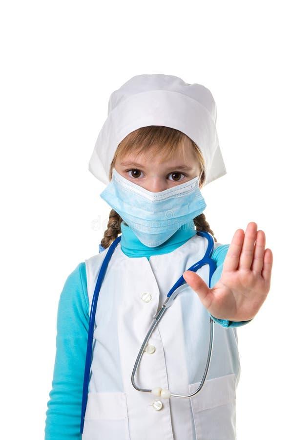 Weibliches Krankenschwestervertretungsstoppschild mit lef Palme Warnender Ausdruck mit negativer und ernster Geste stockbild