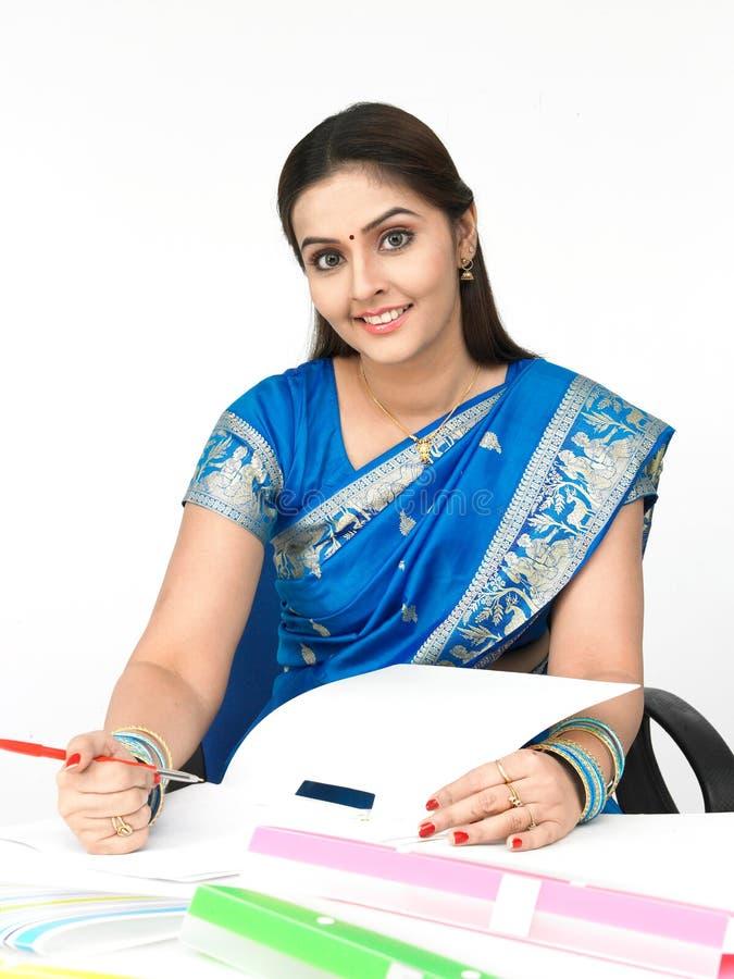 Weibliches Leitprogramm des indischen Ursprung stockbild