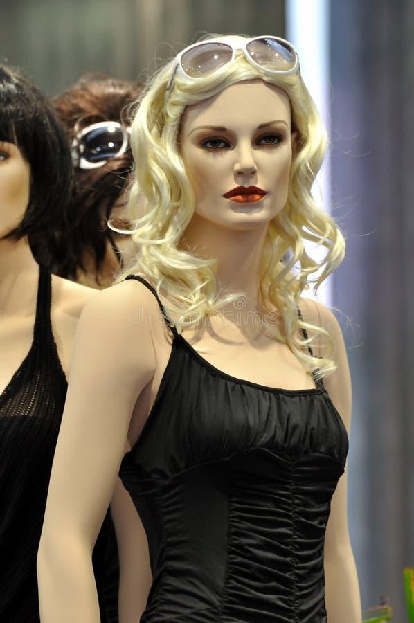 Weibliches Mannequin in der Modeschau