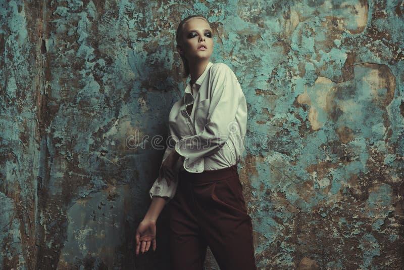Weibliches Mode-Modell lizenzfreie stockfotos
