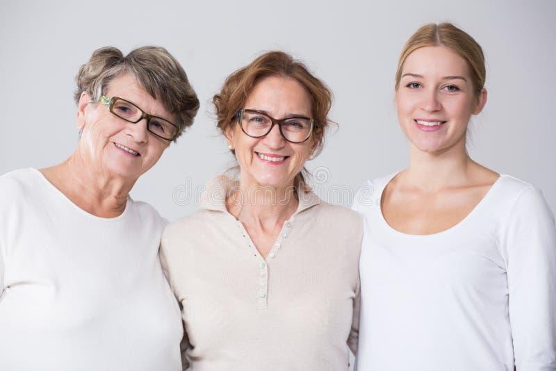 Weibliches multi Generationsporträt lizenzfreie stockbilder