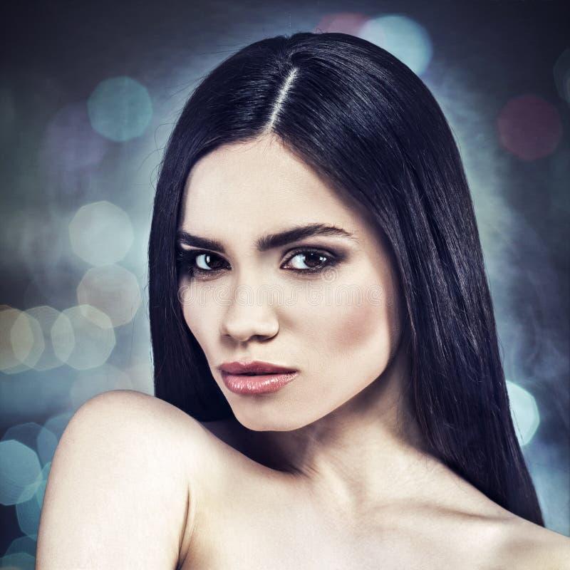 weibliches Porträt mit Schönheit bokeh lizenzfreie stockbilder