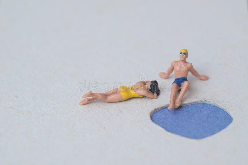 Weibliches und männliches vorbildliches Figure Bathing lizenzfreies stockfoto