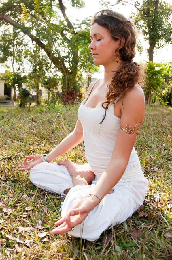 Weibliches Yoga-Original stockfotos