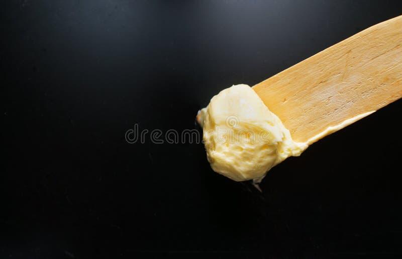 Weiche Butter auf spachtel lizenzfreie stockfotografie