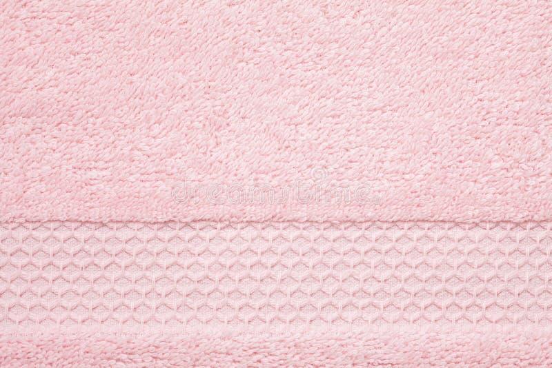 Weiche, flaumige rosa Tuchbeschaffenheit Hotel, Badekurort, bequemes bathroo lizenzfreie stockbilder