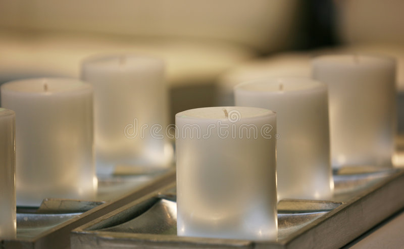 Weiche weiße Kerzen lizenzfreie stockfotografie