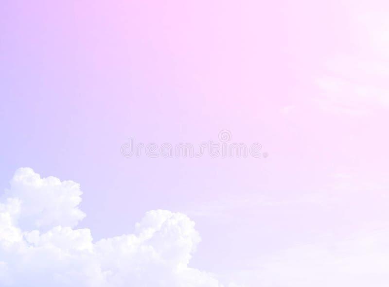 Weiche Wolken Im Himmel mit sanften Pastellgradienten stockfoto