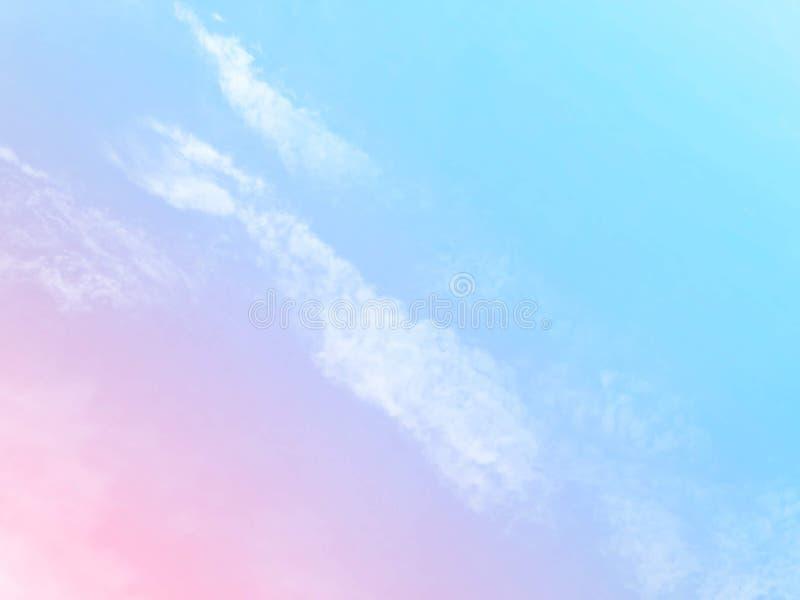 Weiche Wolken Im Himmel mit sanften Pastellgradienten lizenzfreies stockfoto