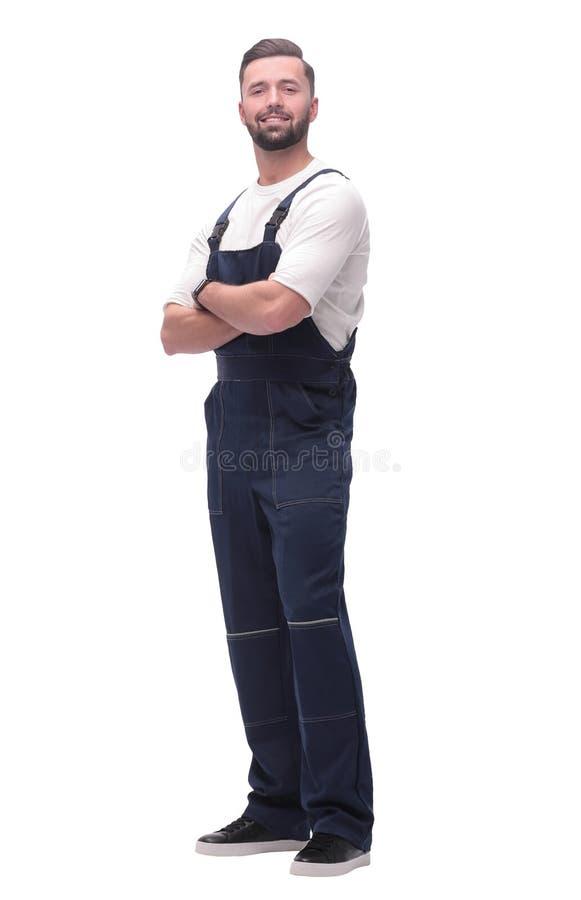 Weicher Fokus lächelnder Mann im Overall, der vorwärts schaut, um Raum zu kopieren lizenzfreie stockfotografie