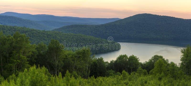 Weicher Reservoir-Sonnenuntergang Catskills stockfotografie