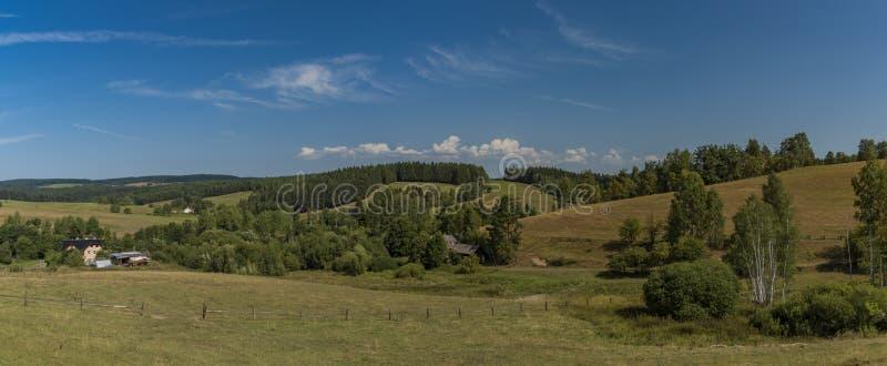 Weideland nahe Kraslice-Stadt in West-Böhmen stockfotografie