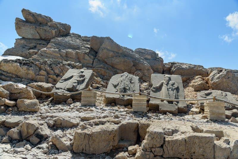 Weiheentlastungen auf Westterrasse auf Nemrut-Berg Die Türkei stockfotos