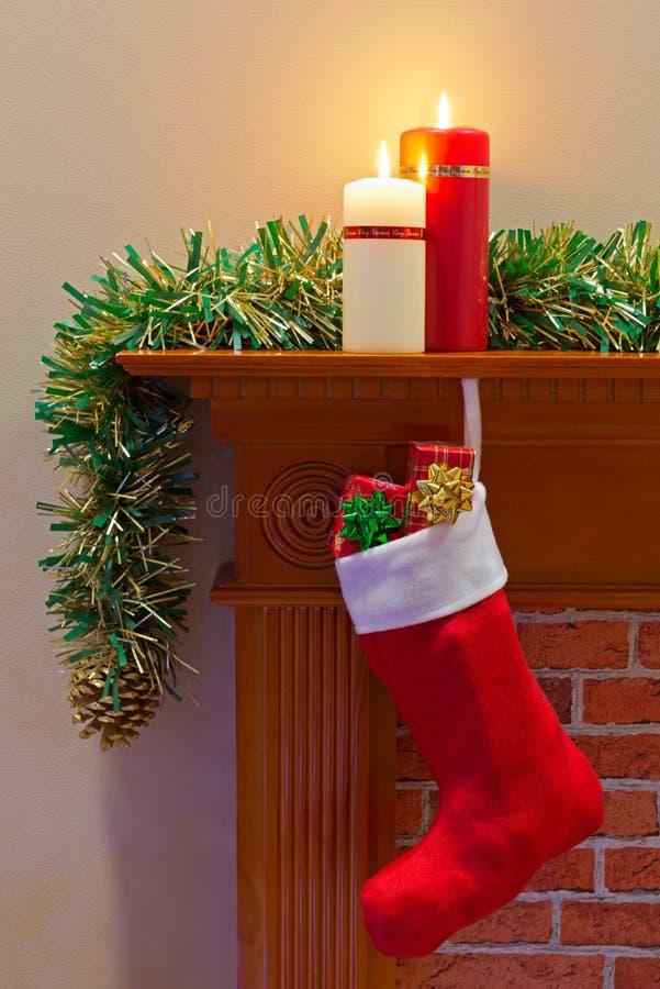 Weihnachten, das voll von den Geschenken auf Lager stockbild