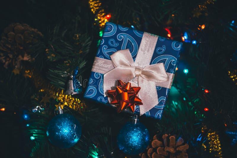 Weihnachten, Draufsicht der anwesenden Geschenkbox des neuen Jahres lizenzfreie stockfotos