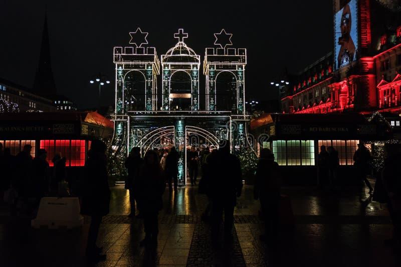 Weihnachten-markt Hamburg auf dem Rathausquadrat lizenzfreie stockfotografie