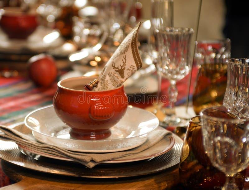 Weihnachten, Tisch mit Verzierung lizenzfreies stockfoto