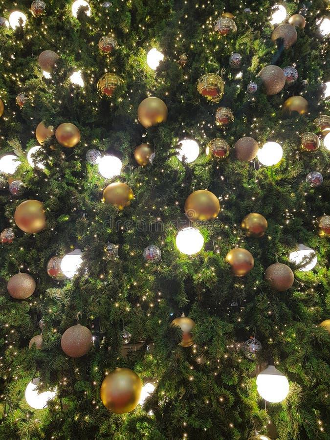 Weihnachten und guten Rutsch ins Neue Jahr Glühlampe verzieren lizenzfreie stockfotos