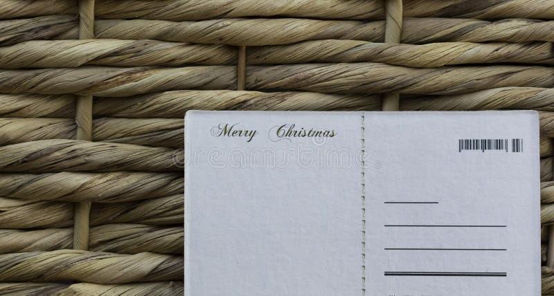 Weihnachten wünscht Postkarte auf einem Weidenhintergrund lizenzfreie stockfotos