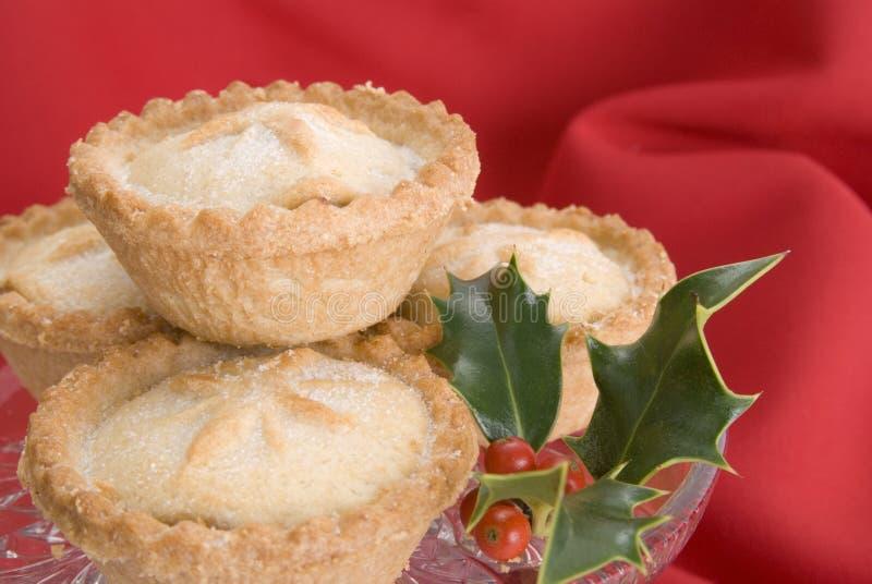 Weihnachten zerkleinern Torten mit Stechpalme lizenzfreies stockfoto