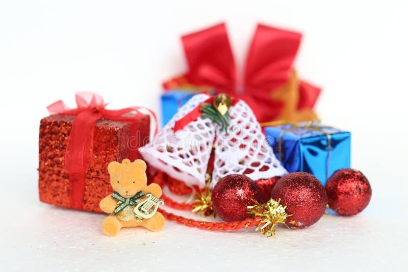 Weihnachts- und des neuen Jahresdekorationsgegenstände lizenzfreie stockfotografie