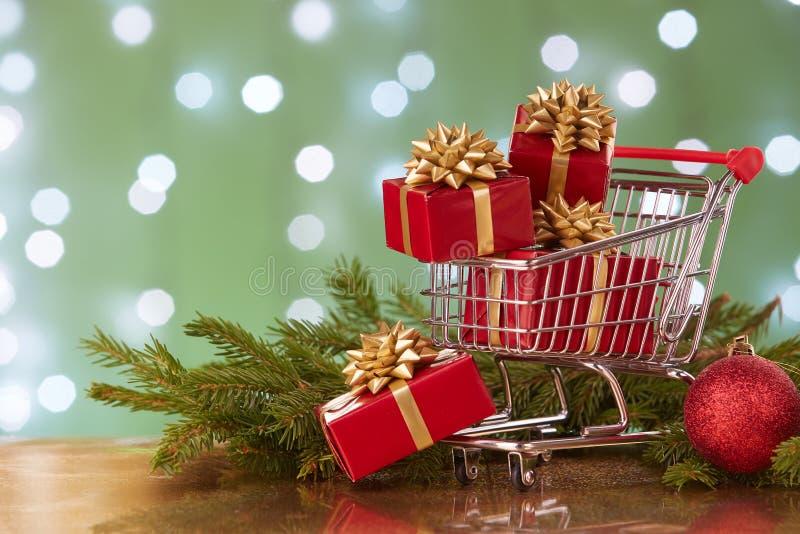 Weihnachts- und des neuen Jahreseinkaufen lizenzfreies stockfoto