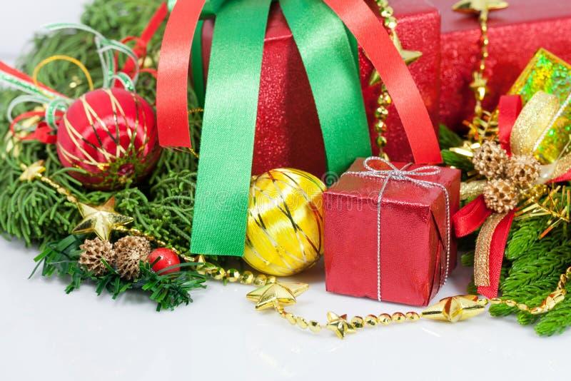 Weihnachts- und guten Rutsch ins Neue Jahr-Geschenkboxdekorationen lizenzfreie stockfotografie