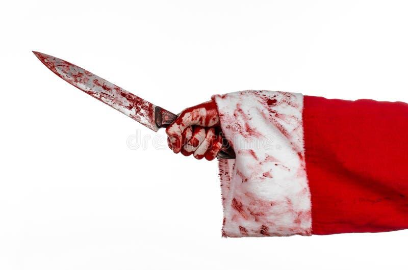 Weihnachts- und Halloween-Thema: Sankt blutige Hände eines Irren, das ein blutiges Messer auf einem lokalisierten weißen Hintergr stockbild