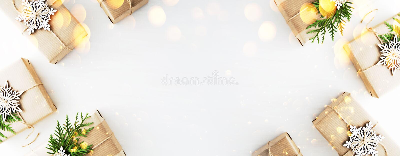 Weihnachts- und Neujahrsfeiertaghintergrund Ausführliche 3d übertragen Der Junge gelegt auf den Schnee stockfotografie