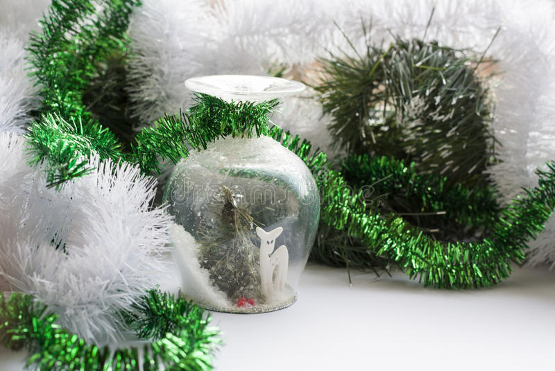 Weihnachtsandenken auf Hintergrundfeiertagsdekoration stockfotos