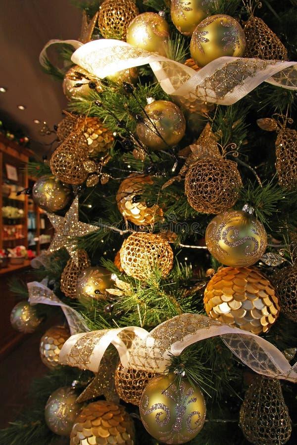 Weihnachtsanhängergold lizenzfreie stockfotografie