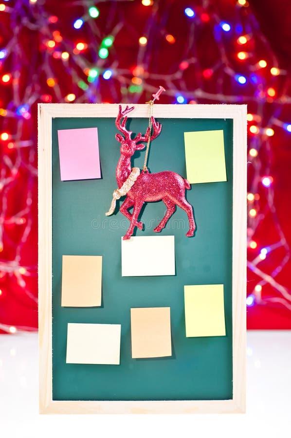 Weihnachtsanschlagtafel mit Rendekoration lizenzfreie stockfotografie