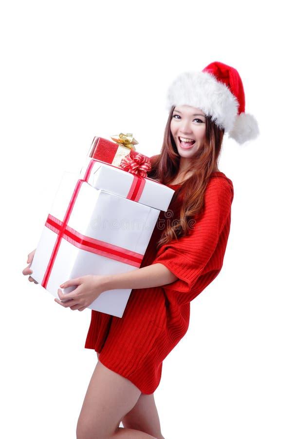 Weihnachtsasiatischer Schönheit Lächeln-Holding-Geschenk-Kasten stockfotografie