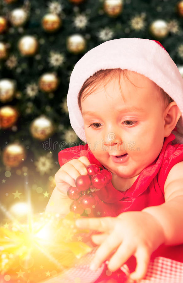 Weihnachtsbaby und -geschenk lizenzfreie stockbilder