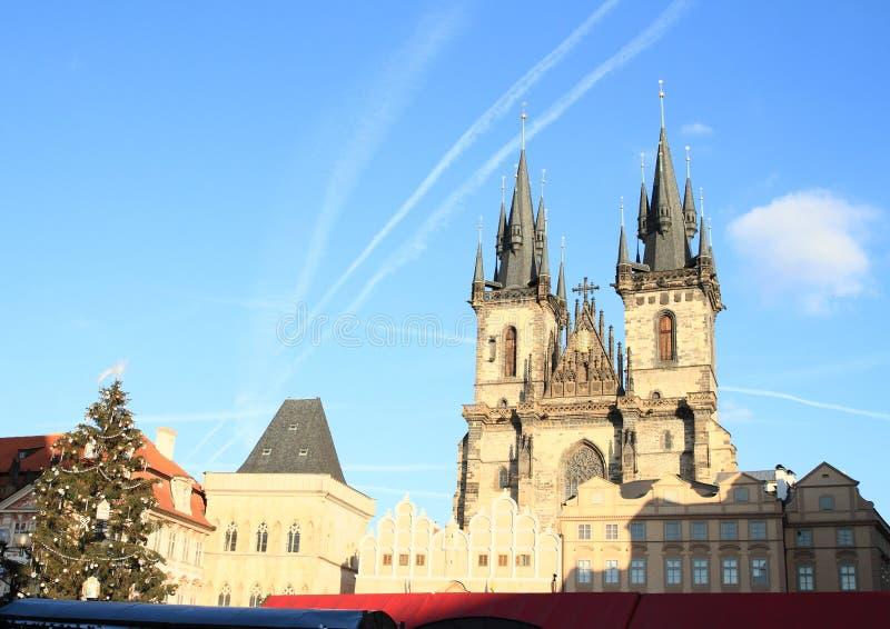 Weihnachtsbaum auf altem Marktplatz in Prag lizenzfreies stockbild