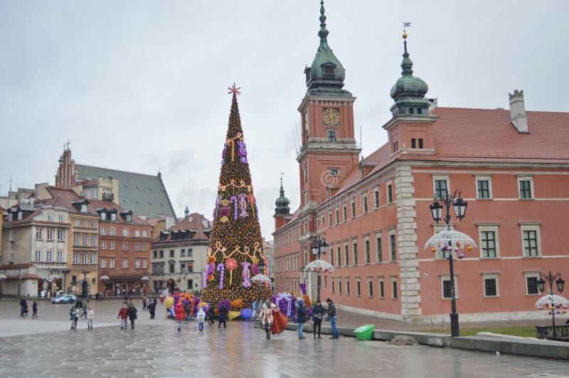 Weihnachtsbaum in der Mitte von Warschau Warschaus Schloss-Quadrat stockfotos