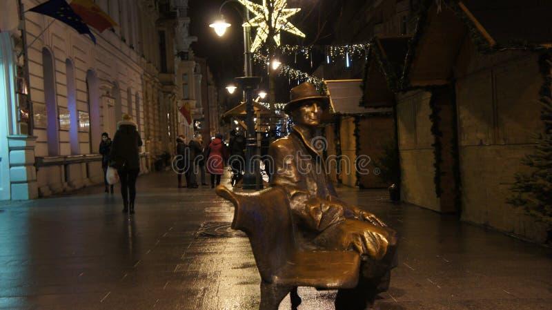 Weihnachtsbaum in der Straße, am Mittwoch, den 13. Dezember 2017 Piotrkows lizenzfreie stockfotografie