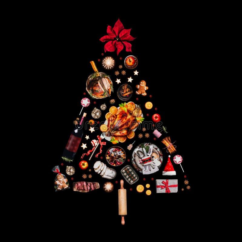 Weihnachtsbaum gemacht mit der verschiedenen Weihnachtsnahrung, lokalisiert auf Schwarzem lizenzfreies stockfoto