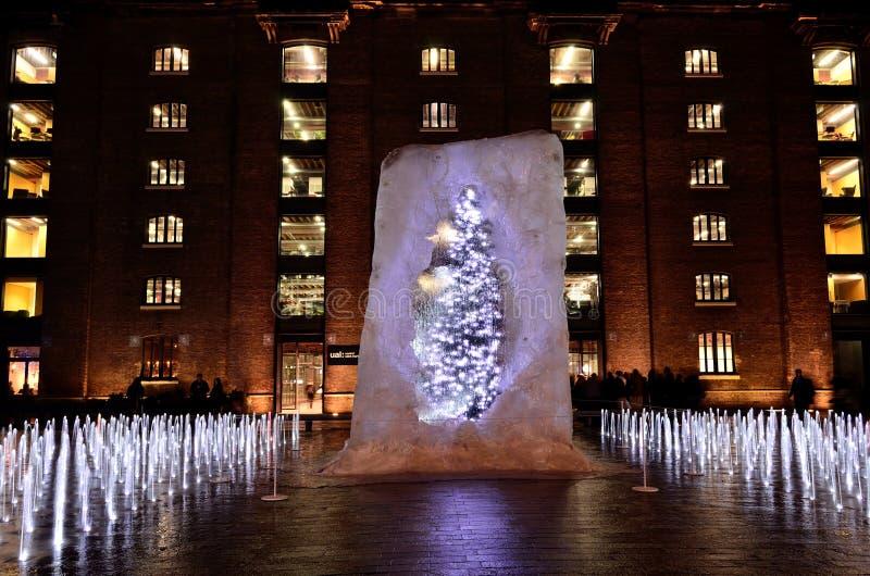 Weihnachtsbaum im Eis stockfoto