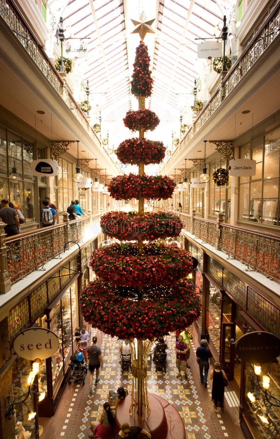 Weihnachtsbaum im Sydney-Einkaufssäulengang lizenzfreies stockbild