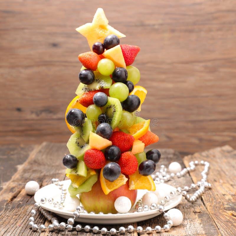 Weihnachtsbaum mit Früchten lizenzfreie stockfotografie