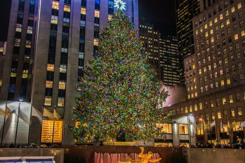 Weihnachtsbaum an Rockefeller-Cent stockfotos