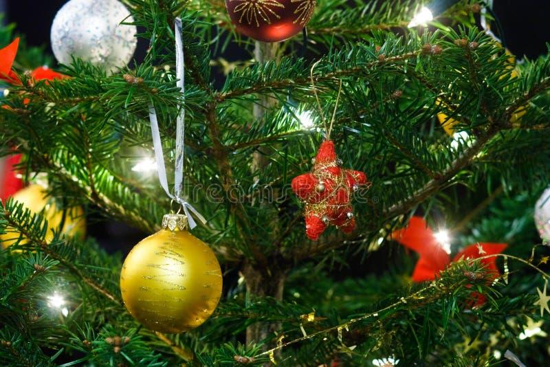 Weihnachtsbaumdekoration stockfotos