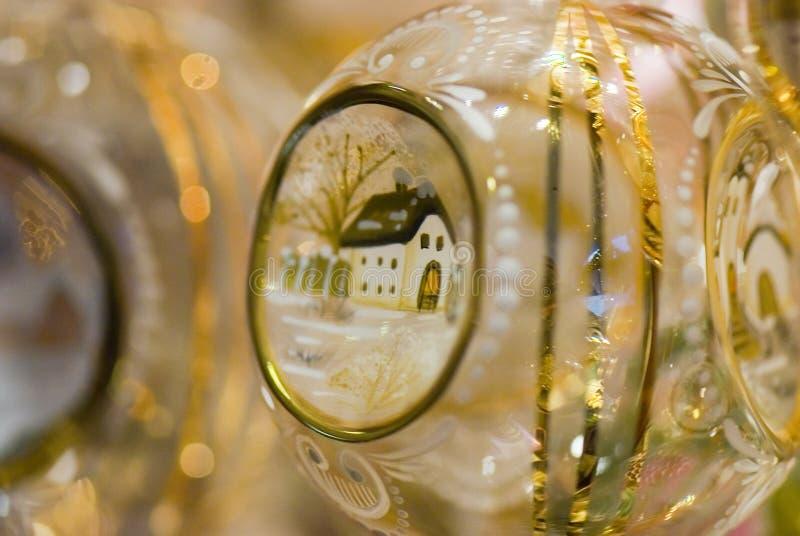 Weihnachtsbaumdekoration - handgemachte Glaskugel stockfotos