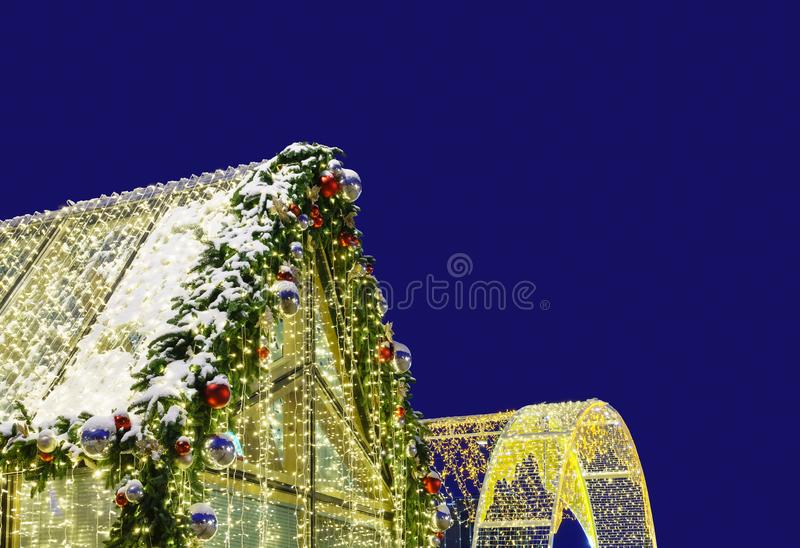 Weihnachtsbeleuchtung nachts lizenzfreie stockfotos