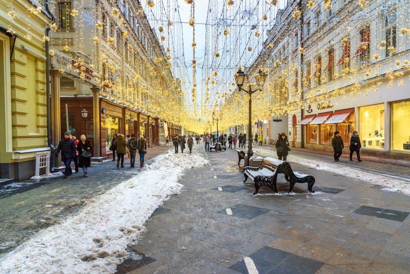 Weihnachtsbeleuchtungsdekoration auf Nikolskaya-Straße in Moskau Russland lizenzfreie stockbilder