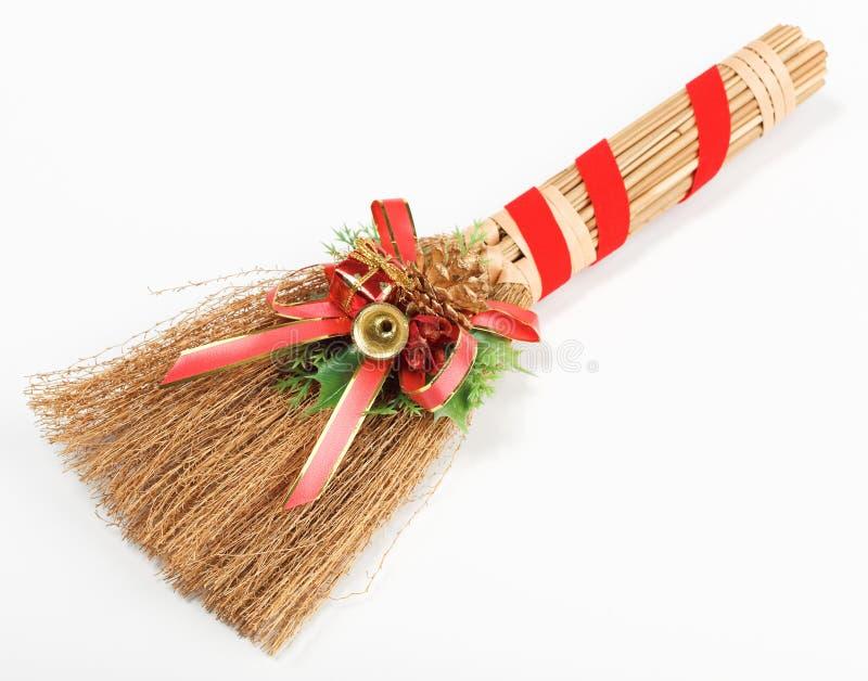 Weihnachtsbesendekorationen getrennt auf Weiß stockfotos
