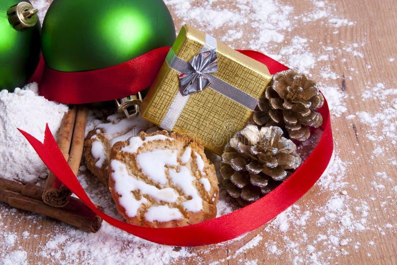 Weihnachtsbonbons und -gebäck stockbilder
