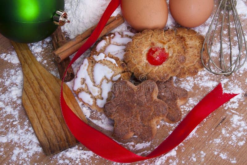 Weihnachtsbonbons und -gebäck stockfotografie