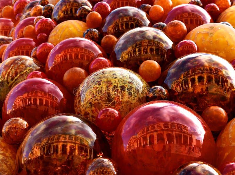 Weihnachtsdekor, rote Dekoration, rotes Glas, Glasblasen, Weihnachtshintergrund, Rot, Weihnachtszusammenfassung, bunter Hintergru stockbild